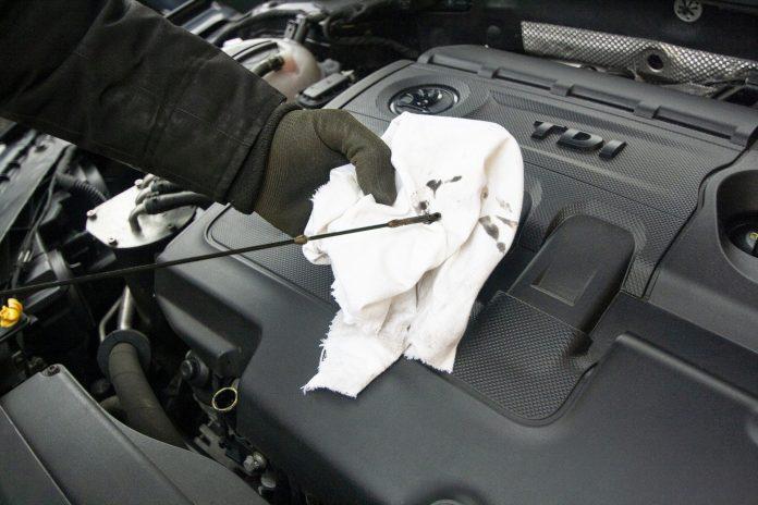 troca o óleo do veículo